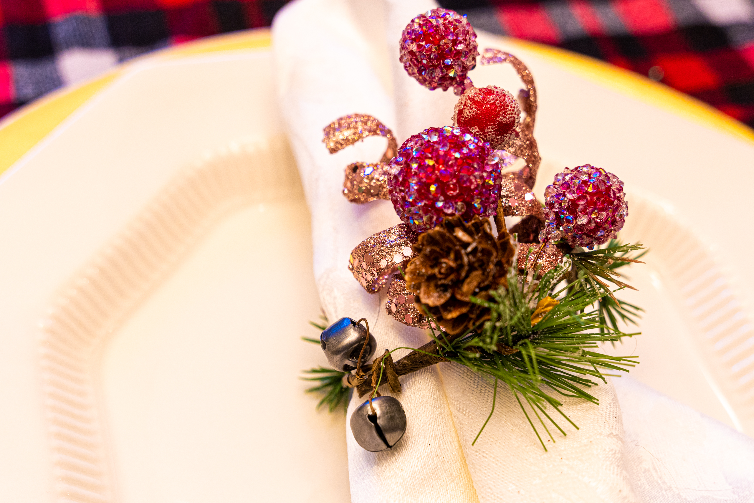 Diy Holiday Napkin Rings Made From Wreath Garland Craft Buggy